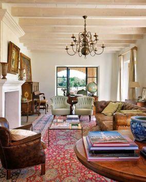704bab8adb87b5d08489ab1decb4a263--red-persian-rug-living-room-red-oriental-rug-living-room (1)
